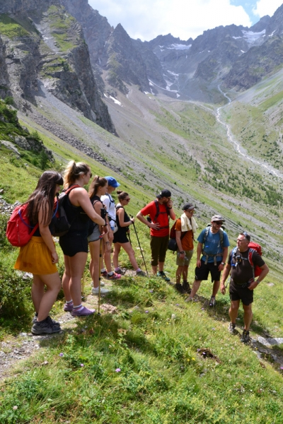 Walking to the Lac d'Eychauda, Alps