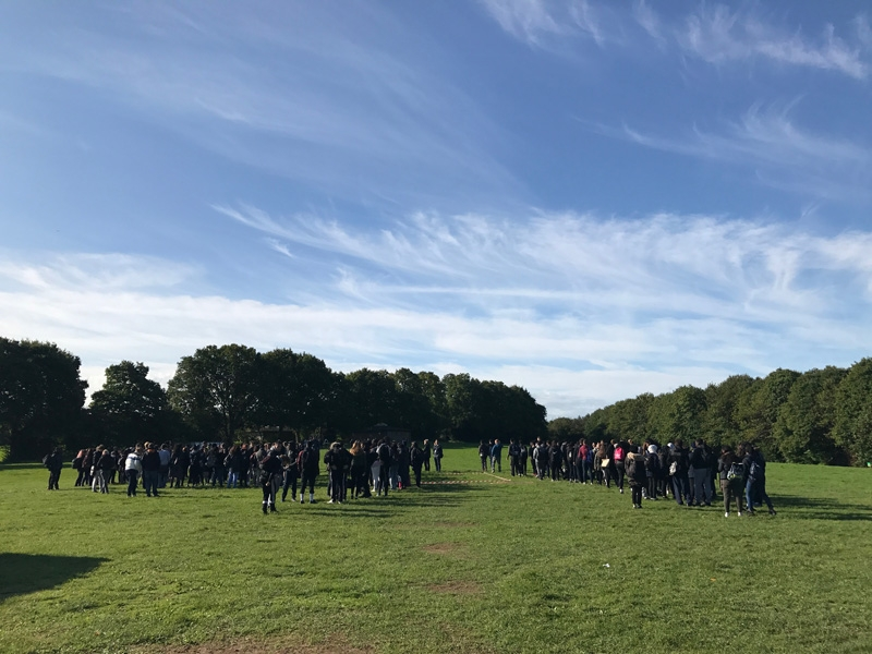 400 students arrive on a 6th Form teambuilding day